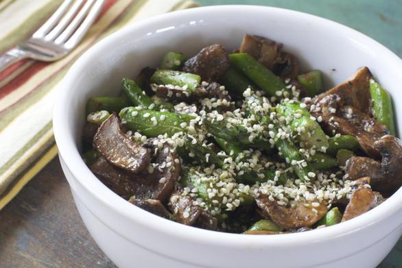 Sexy Asparagus Mushroom Lunch Bowl by DailyForage.com